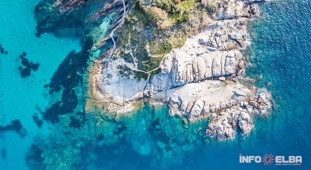 Farben und Typologie der Straende auf der Insel Elba