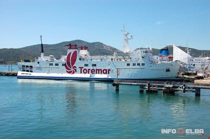 Nave per la tratta Piombino - Isola d'Elba della Compagnia Toremar